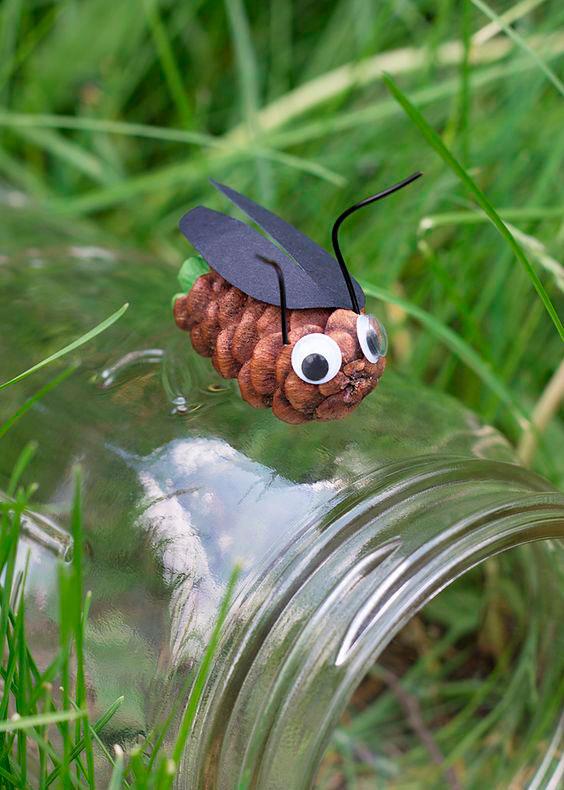 жук из шишки