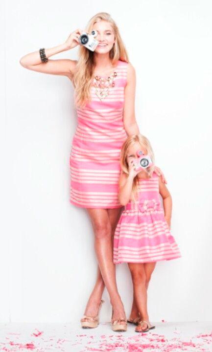 дочка одета как мама