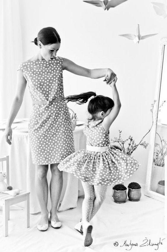 одинаковая одежда для мамы и дочки 9