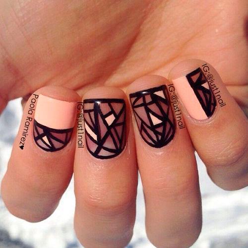 Маникюр с полосками на коротких ногтях 2