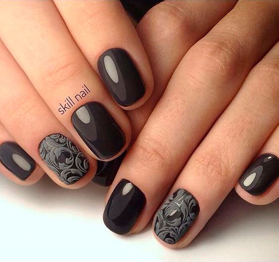 короткий маникюр угольно серого цвета
