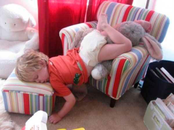 дети могут уснуть где угодно 3