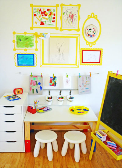 рамки для рисунков в уголке творчества ребенка