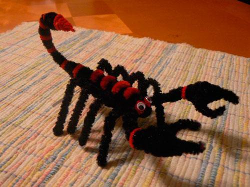 скорпион из пушистой проволоки