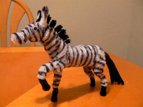 зебра из синельной проволоки