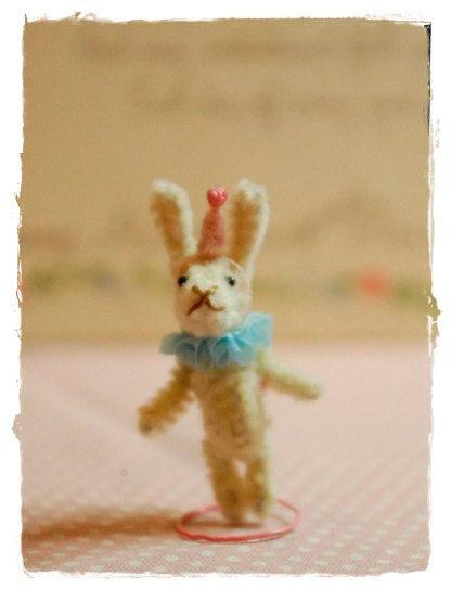 маленький зайчик из проволоки