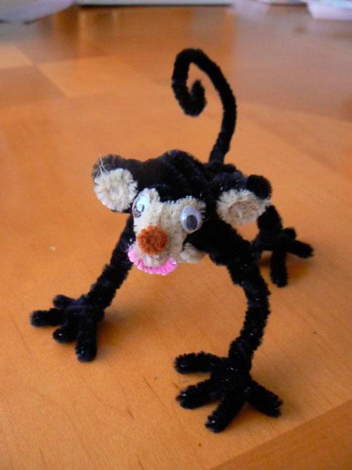 обезьяна из пушистой проволоки