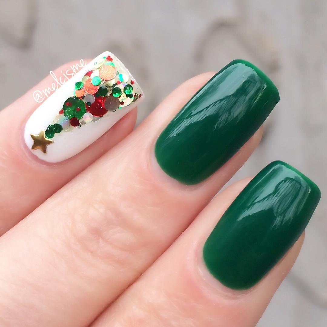 Новогодний вариант покрытия ногтей в изумрудном цвете 5