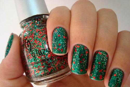 Новогодний вариант покрытия ногтей в изумрудном цвете 4