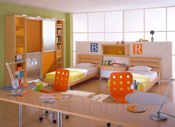 рабочая зона в детской для двух детей