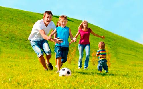 традиционная игра в футбол всей семьей