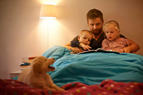 reading children before bedtime is a good family tradition