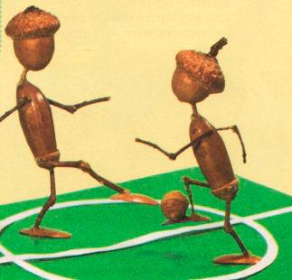 футболисты из желудей