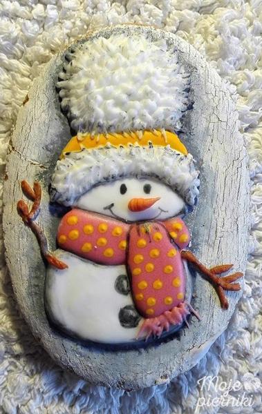 снеговик на новогоднем печенье