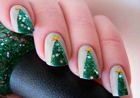 идея для новогоднего маникюра на короткие ногти