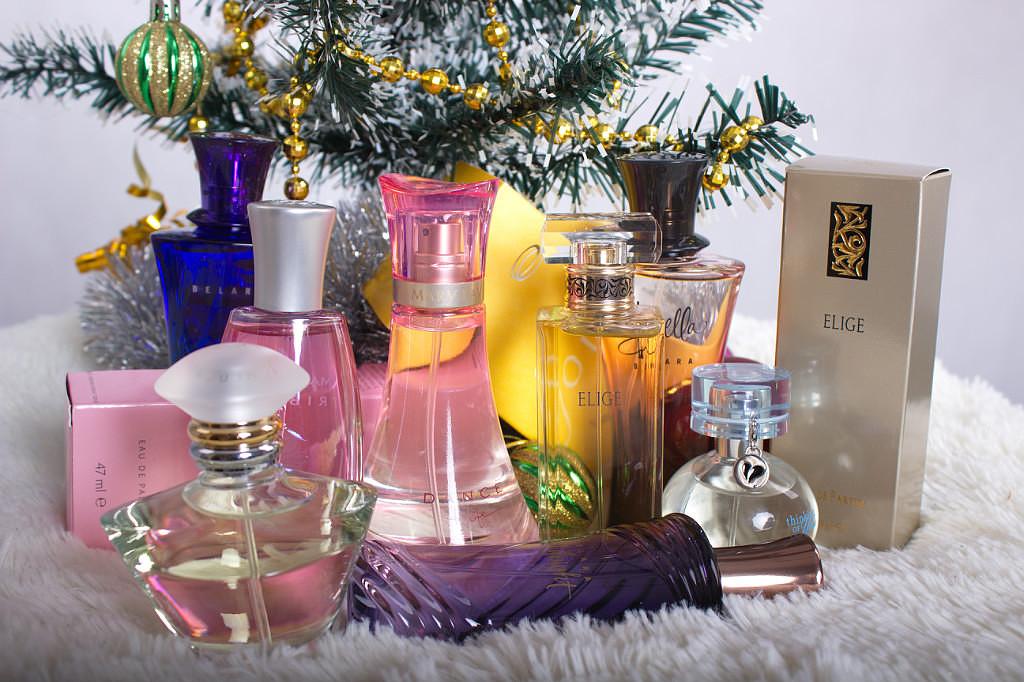 Какой подарок подарить маме на Новый год 2018: духи