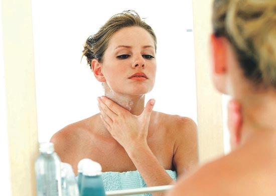 Уход за кожей шеи и декольте: скраб