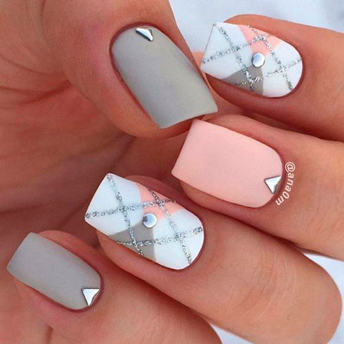 nail design in white and pink