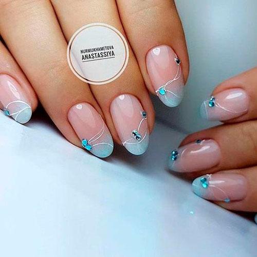 дизайн ногтей в белом цвете со стразами