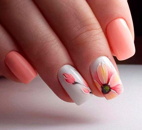 нежный маникюр с цветами и белым фоном