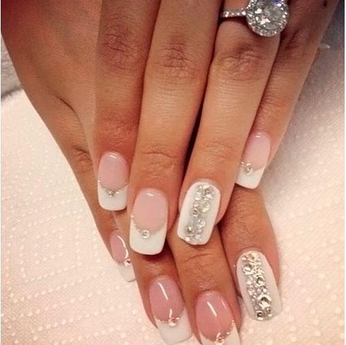дизайн ногтей в белом цвете с розовым рисунком 2