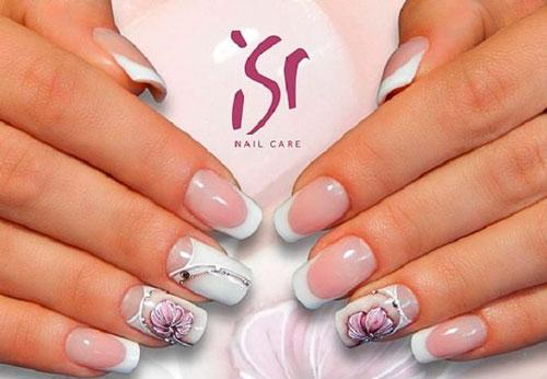 дизайн ногтей в белом цвете с розовым рисунком 6