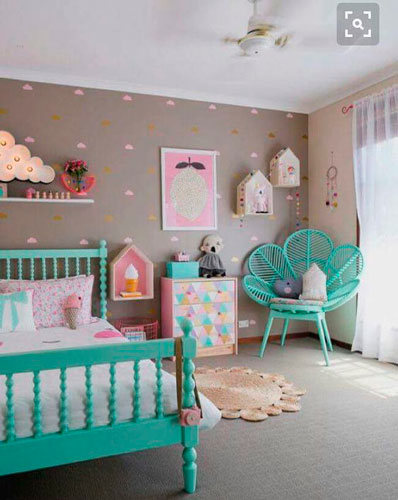 contrasting colors in a beige room for kids