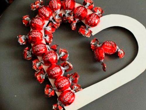 Венок из конфет на 14 февраля
