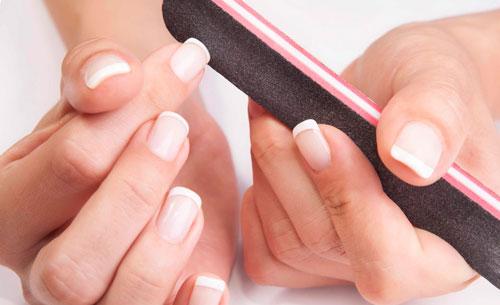 ногтина руках слоятся: как избавиться
