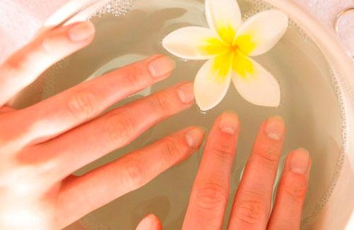 сильно слоятся ногти на руках принимайте ванночки