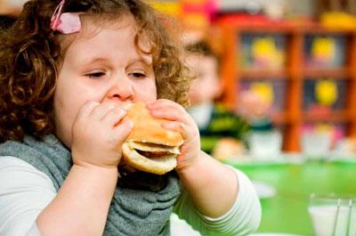 как ормить ребенка с лишним весов