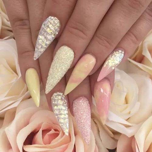 нежные острые ногти