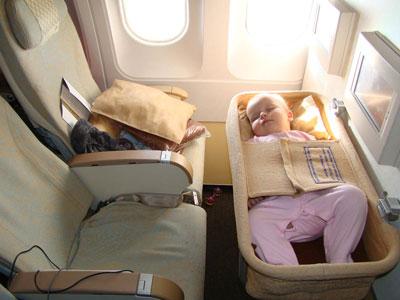 люлька для малыша в самолете