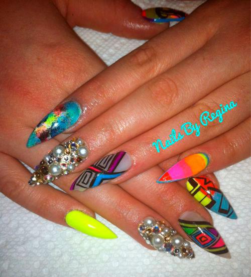 яркие острые ногти