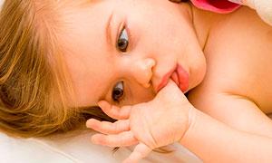Как отучить ребенка сосать палец в три года
