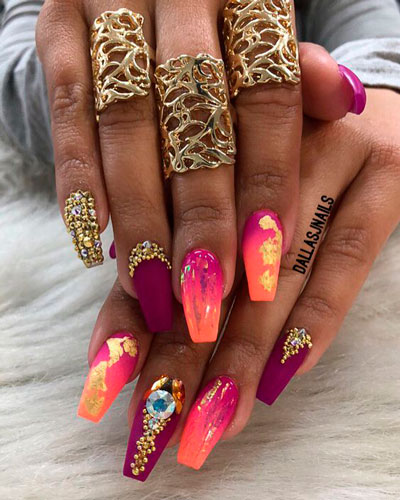 очень яркие ногти формы балерина
