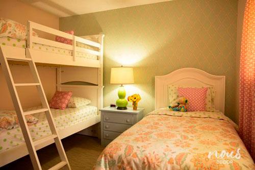 нежная детская комната для трех девочек