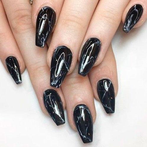 мраморное покрытие на ногтях формы балерина