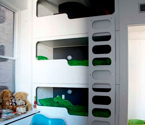 трехъярусная кровать в детской