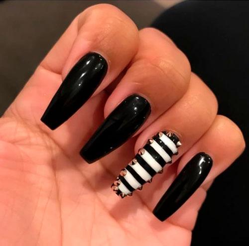 черный гель лак на ногтях сформой балерина
