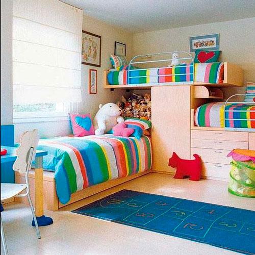 яркая детская комната для троих детей