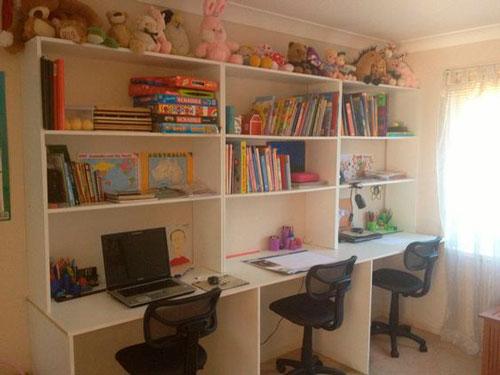 фото расположения рабочего места в комнате для трех детей 5