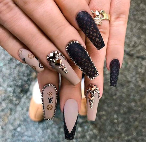 черные ногти формы балерина на Хэллоуин