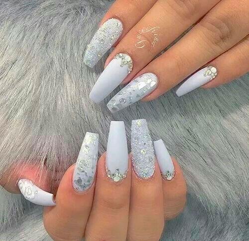 дизайн ногтей формы балерина с белым гель лаком