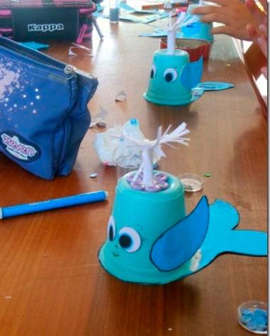 киты из стаканчиков - поделка для детей