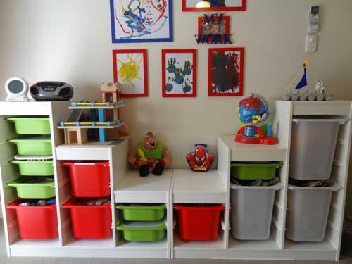 Планировка детской комнаты для двоих детей: хранение игрушек