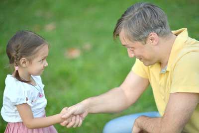 Как научить ребенка уважать маму и папу