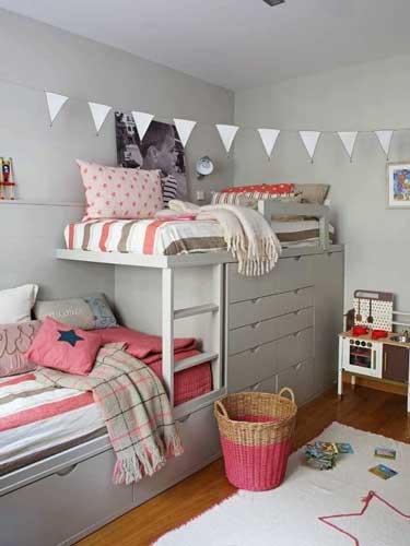 Планировка детской комнаты для двоих детей: хранение одежды 2