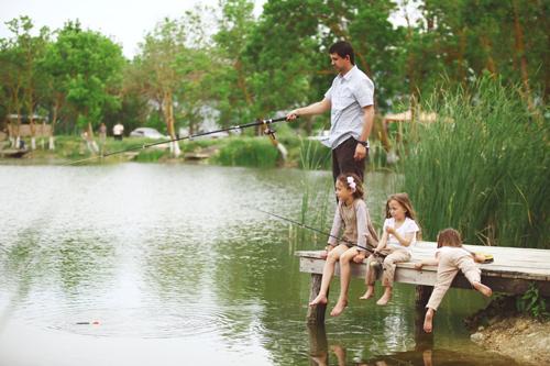 идеи для семейной фотосессии с детьми на берегу реки