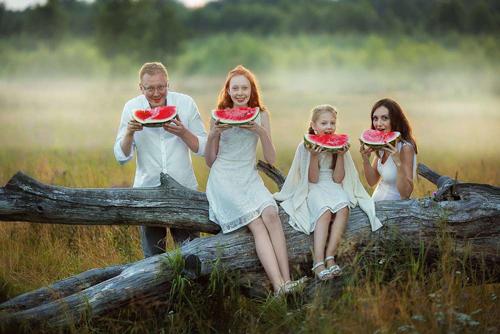 идеи для семейной фотосессии с детьми и арбузом